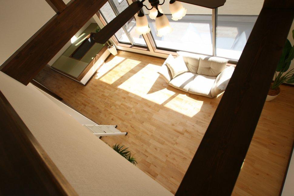 2階リビングの明るい家