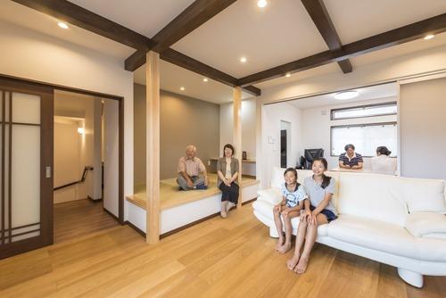 家族が仲良く快適に、機能性とセンスが光る二世帯住宅