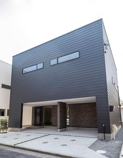 大空間LDKとハーフガレージのある家