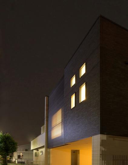 限られた空間を有効活用した 2階建7層空間の家「ZONE」
