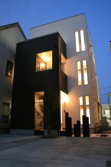 3階建てのシンプルモダンスタイル