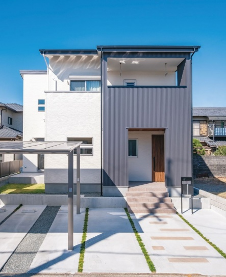 玄関ポーチやインナーバルコニーが、デザイン性と機能性を兼ねている