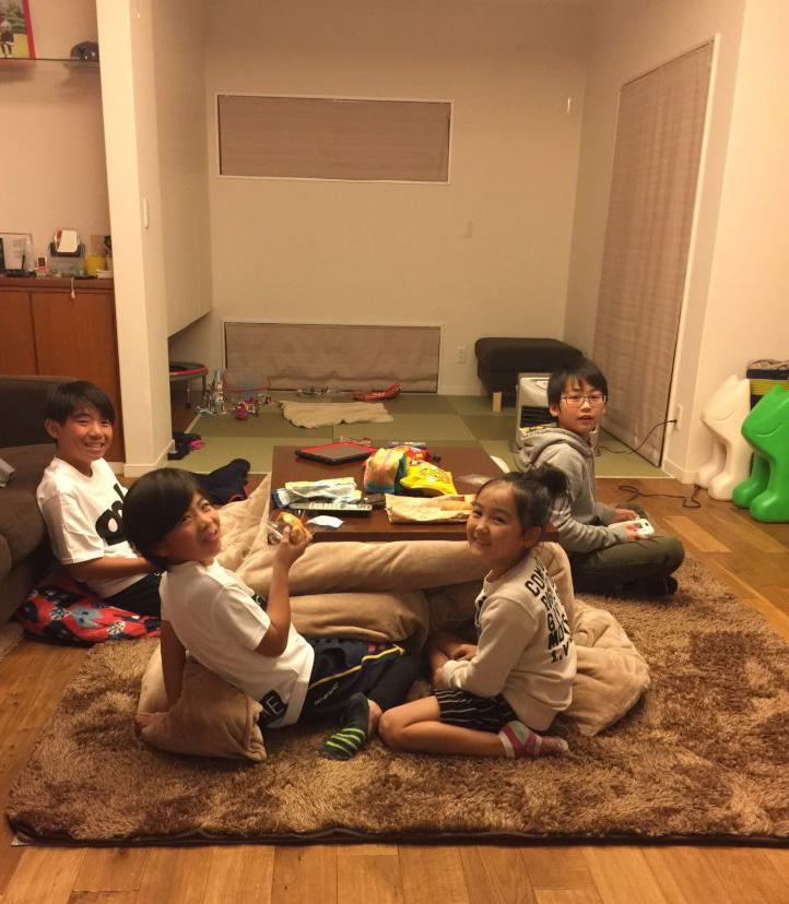 お泊り会 子供と楽しく 広々リビング