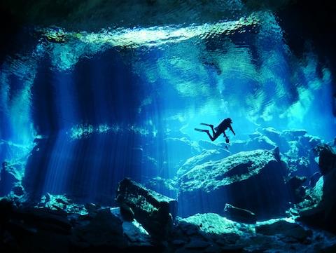 メキシコ  透明な湖 セノーテ